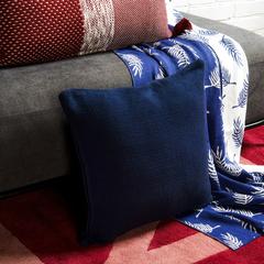 Подушка декоративная из хлопка фактурного плетения темно-синего цвета из коллекции Essential, 45х45 TK19-CU0013