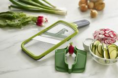 Терка с держателем для продуктов Mandoline зеленая Joseph Joseph 20141