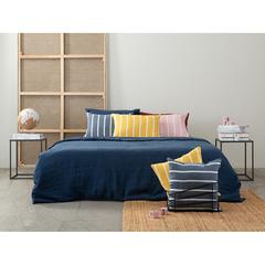 Чехол на подушку декоративный в полоску темно-синего цвета из коллекции Essential, 45х45 см Tkano TK21-CC0002