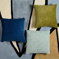 Подушка декоративная стеганая из хлопкового бархата оливкового цвета Essential, 45х45 см Tkano TK19-CU0003