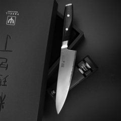 Набор из кухонного Шеф ножа 20 см (3 слоz) YAXELL MON и точилки арт. YA36300-002