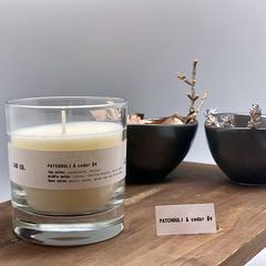 Свеча Ambientair ароматическая LAB CO, Пачули и кедр, 40 ч VV040WTLB