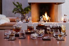 Набор из 2 бокалов на подставке из ореха LSA International Whisky Islay 325 мл G1213-11-301