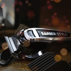 Машинка для стрижки Dewal Barber Style, сетевая, 10 Вт, 6 насадок, черная 03-015