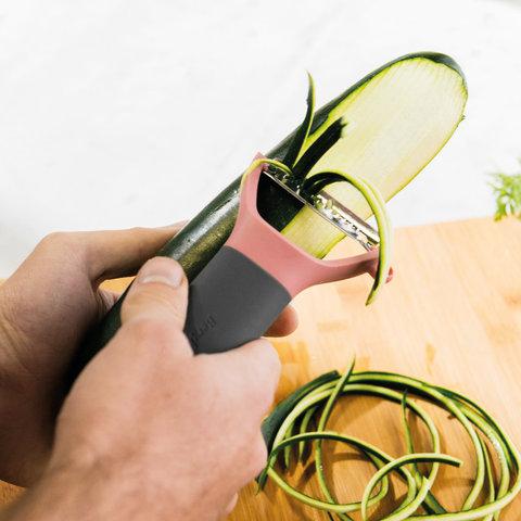 Горизонтальный пилер для чистки овощей зубчатый Leo BergHOFF 3950003