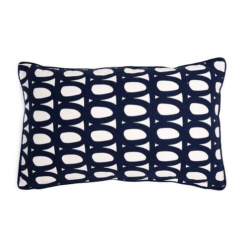 Чехол для подушки с двустронним принтом Twirl темно-синего цвета и декоративной окантовкой Tkano TK18-CC0005