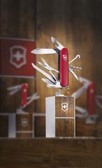 Нож Victorinox Huntsman, 91 мм, 15 функций, красный* 1.3713