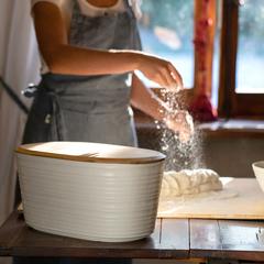 Хлебница с бамбуковой крышкой Tierra 10 л молочно-белая Guzzini 179600156
