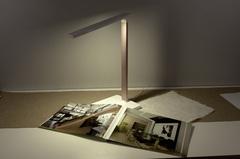 Настольная лампа с беспроводной зарядкой Elektrostandard Lori Lori белый/золотой (TL90510)